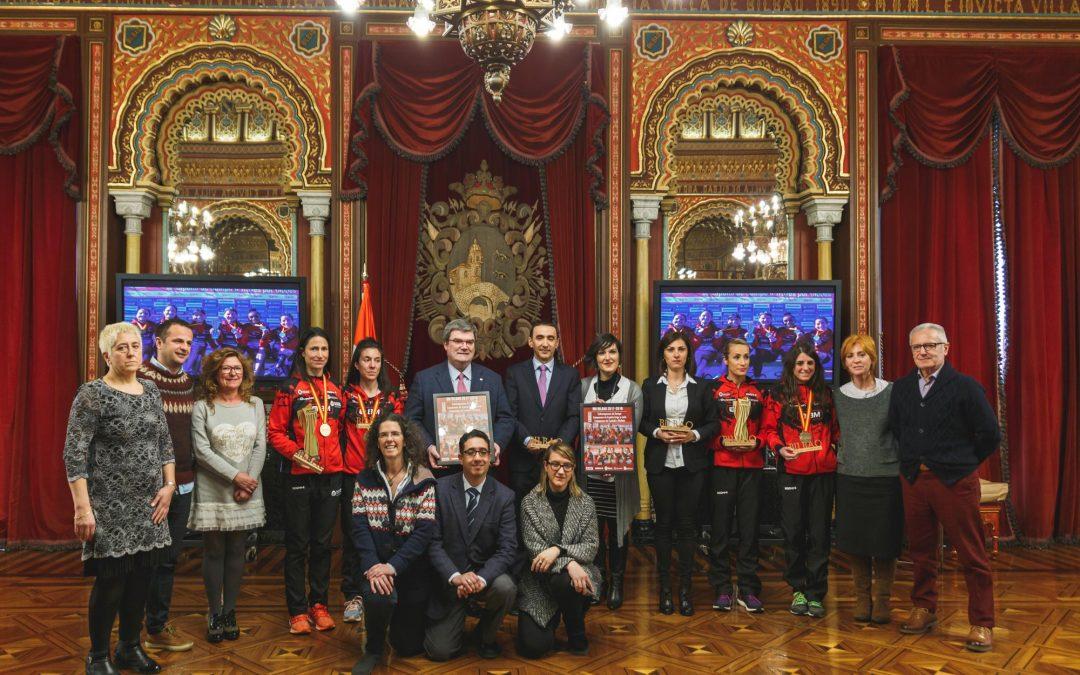 El Alcalde de Bilbao Felicita a las atletas del BM Bilbao por su doble victoria en el Campeonato estatal de Cross